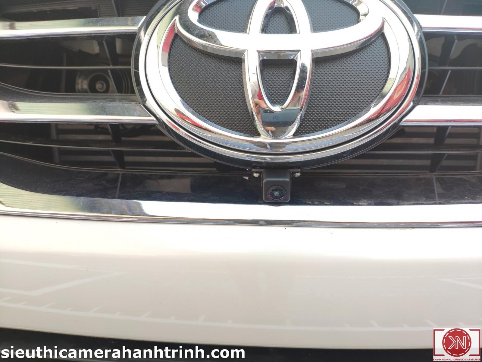 Toyota-Fotuner-trang-AVM220_2