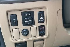 Toyota-Fortuner-trang-bi-cua-hitcam-bien-ap-suat-lop_3